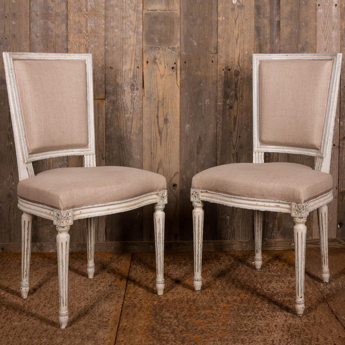 Set van acht volledig gerestaureerde Franse Louis XVI stijl eetkamerstoelen