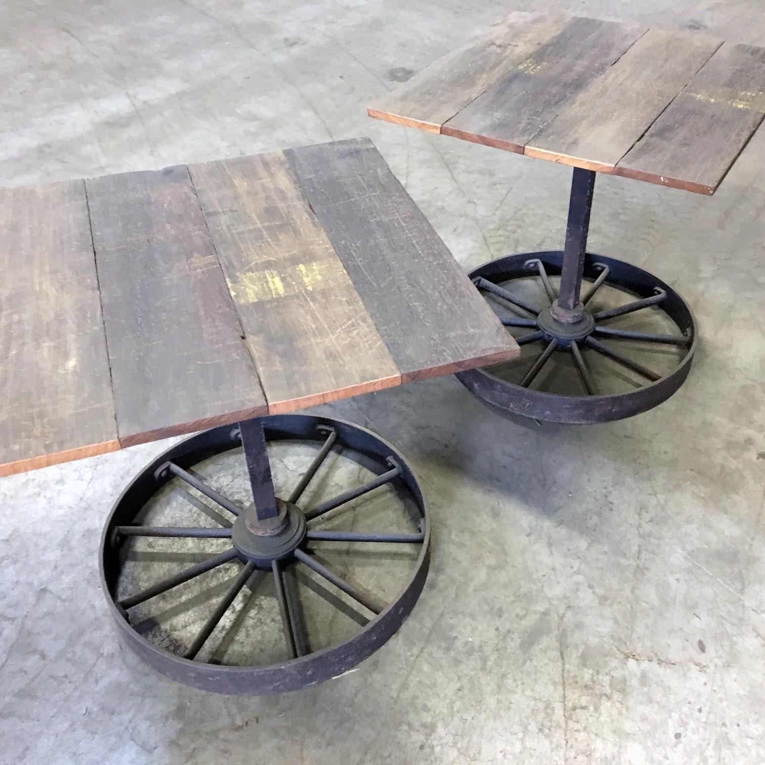 Stel tafels van oude wagondelen