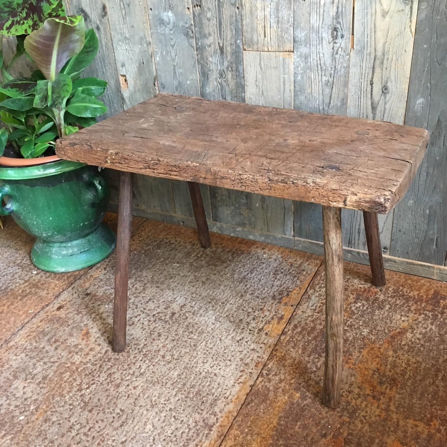 Oud verweerd tafeltje