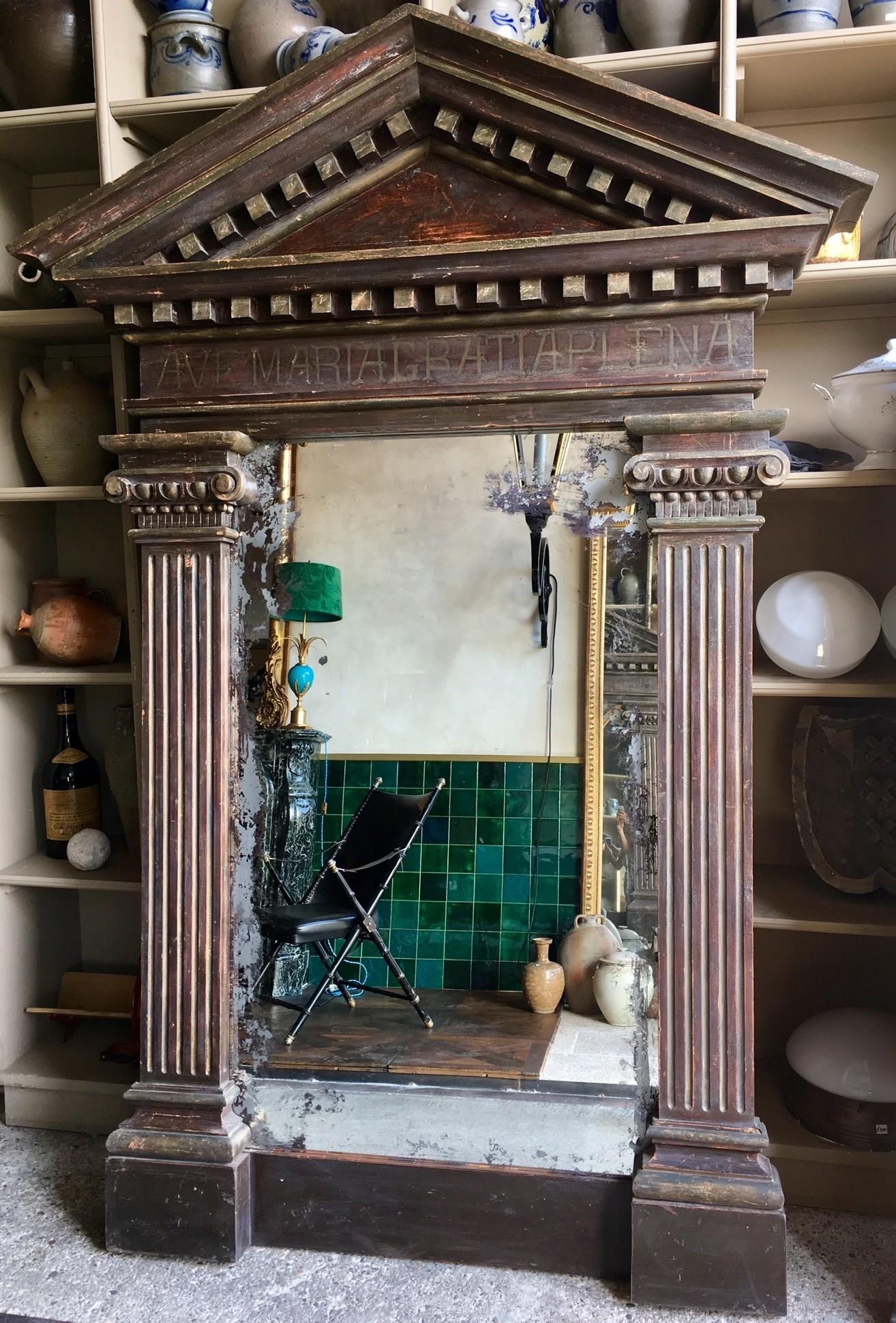 Zeer grote spiegel in bijzondere antieke decoratieve lijst