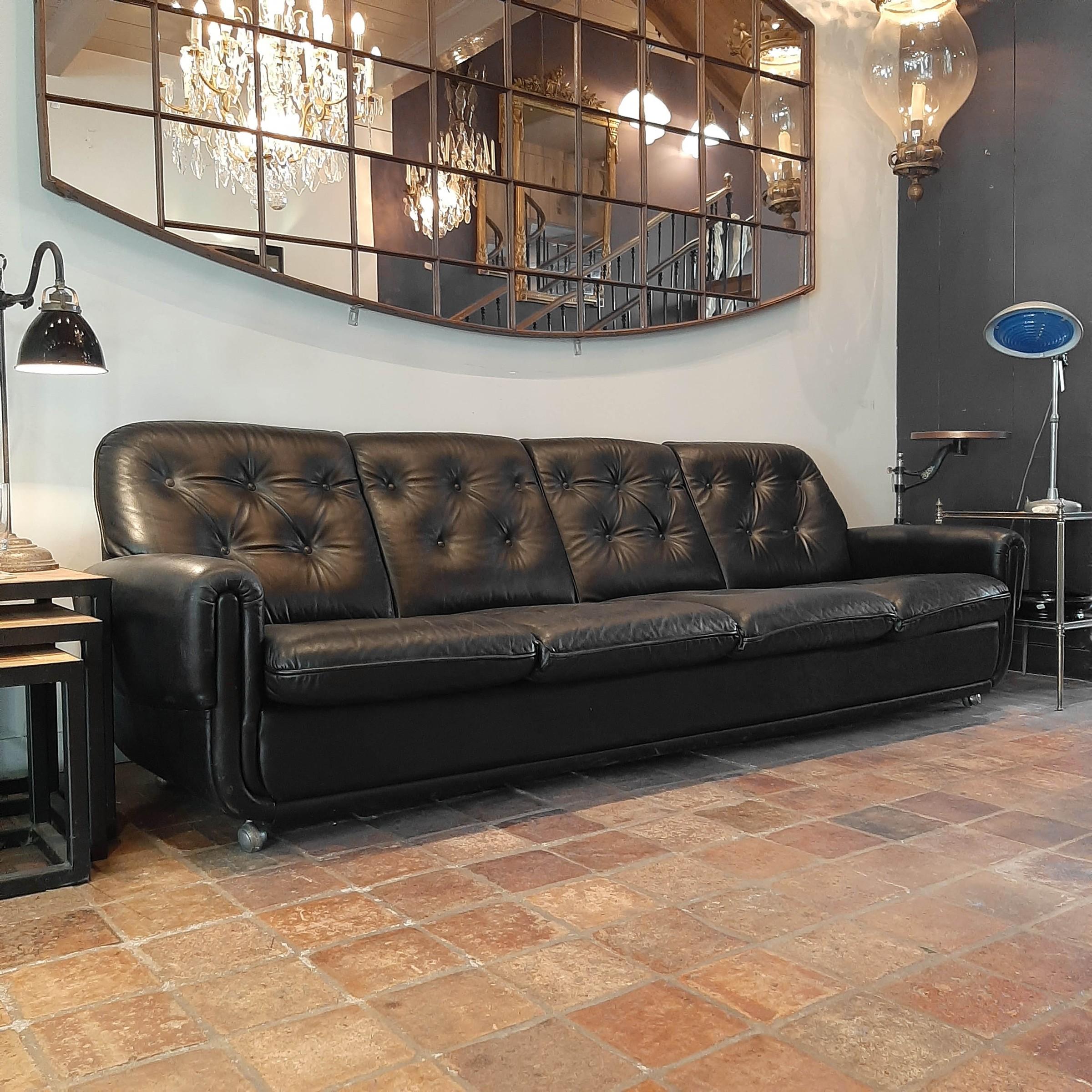 Vintage vier-zits sofa van zwart leer