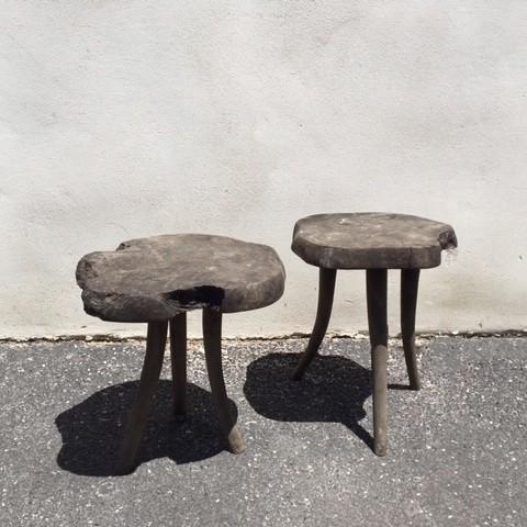 twee-wabi-sabi-houten-bijzet-tafels