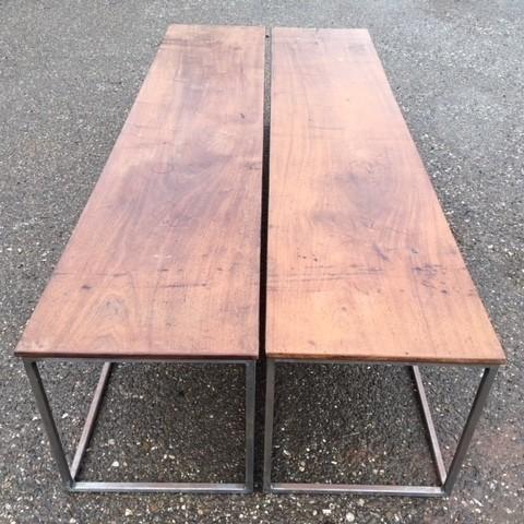 Twee walnoten salontafels