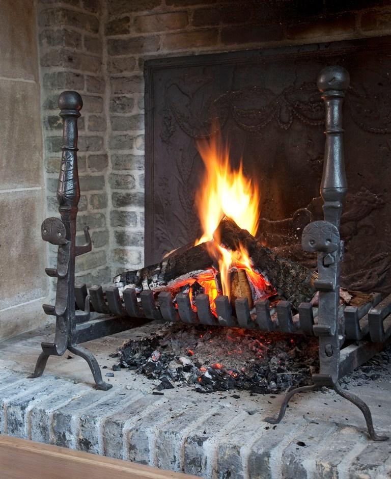 Stel antieke vuur bokken