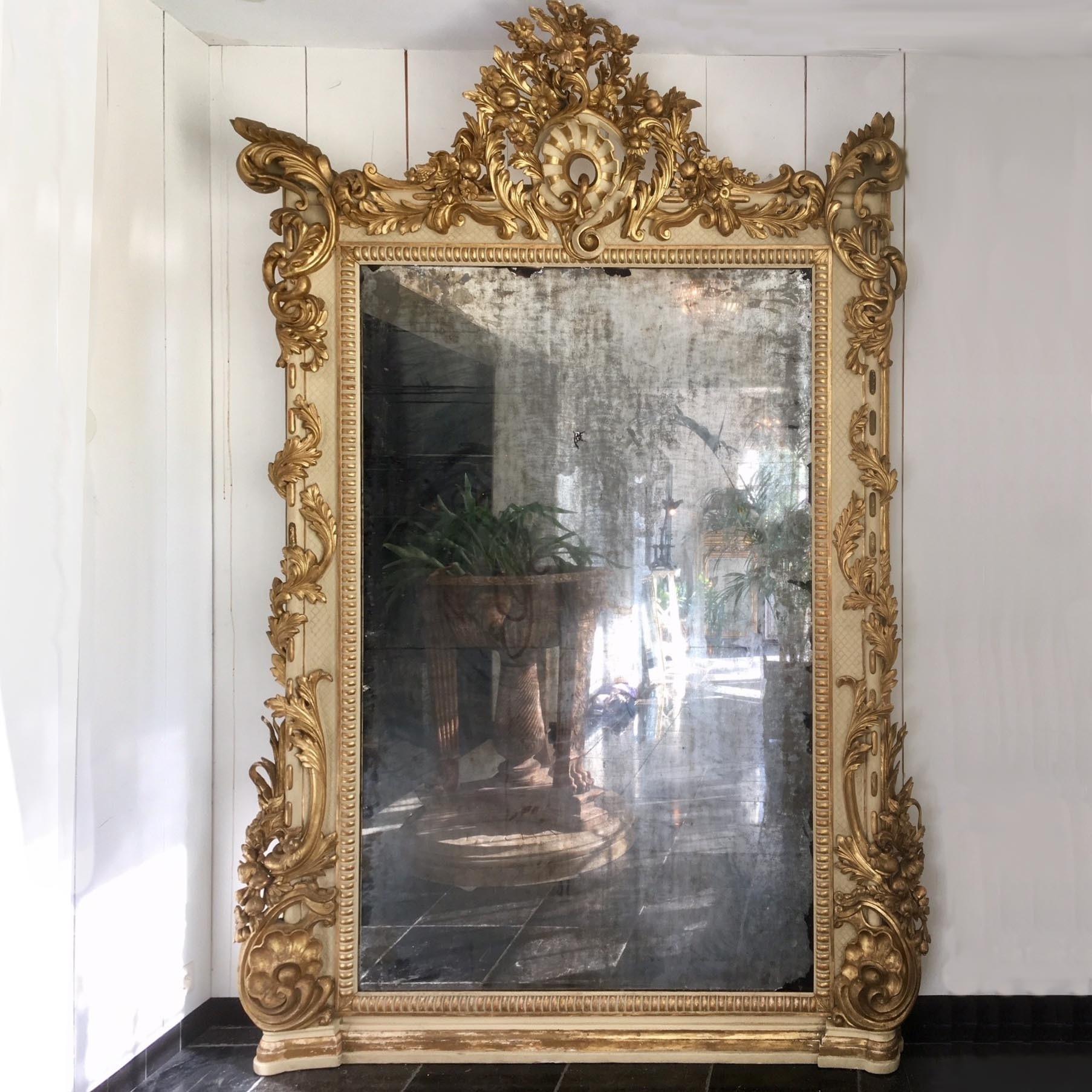 Zeer grote antieke spiegel met vergulde lijst