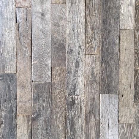 Zeer oude en doorleefde vergrijsde smal eiken 'loft' vloer