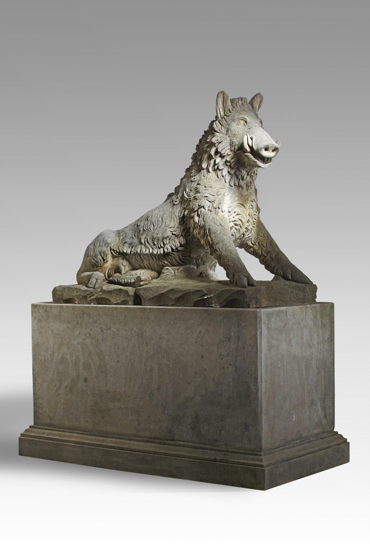 Sculptuur van een zwijn op sokkel naar het Calydonische zwijn