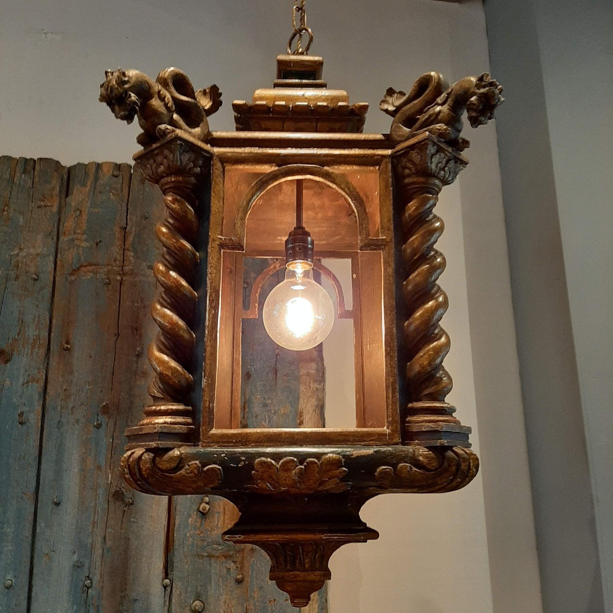 Antieke houten lantaarn