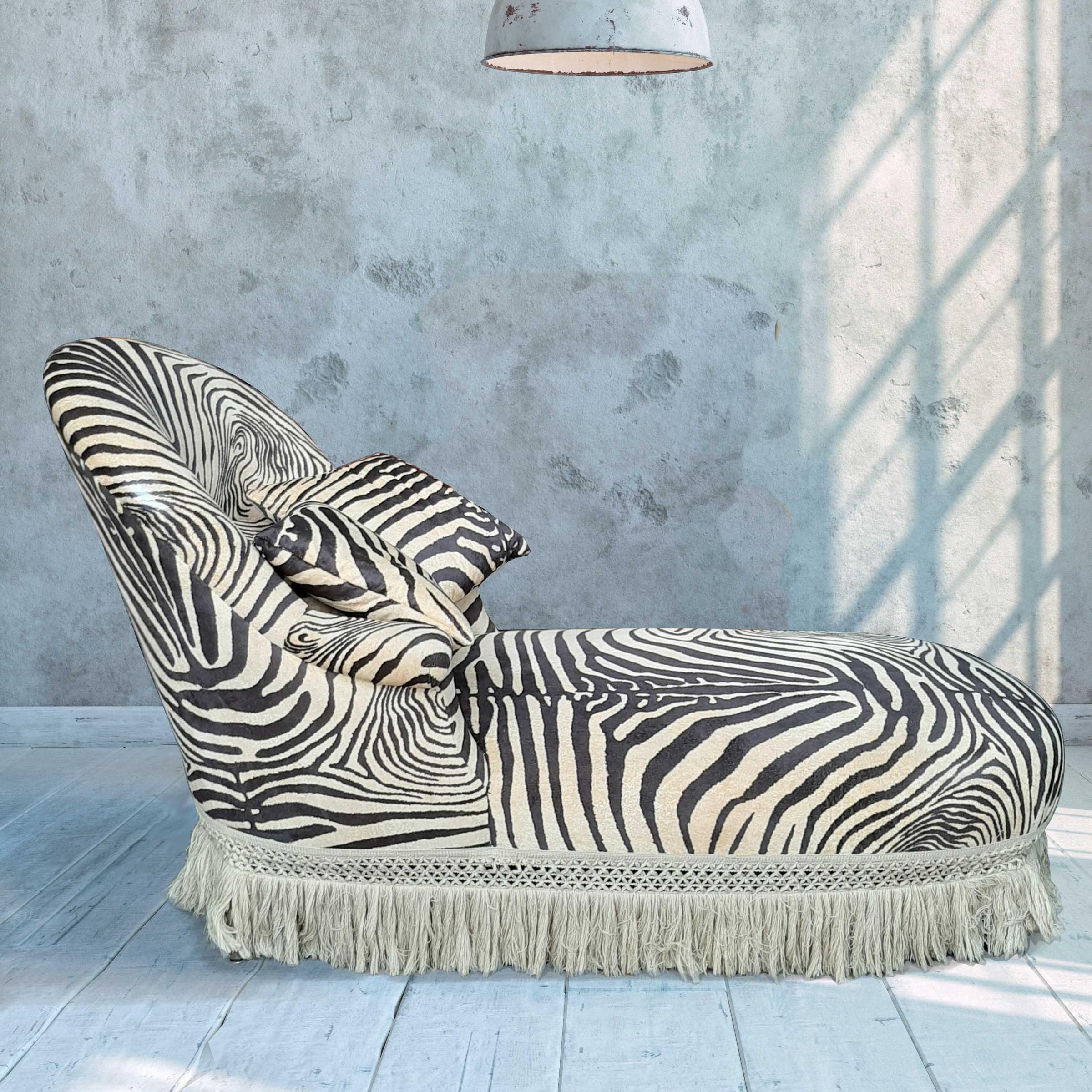 Fluwelen chaise longue met zebraprint