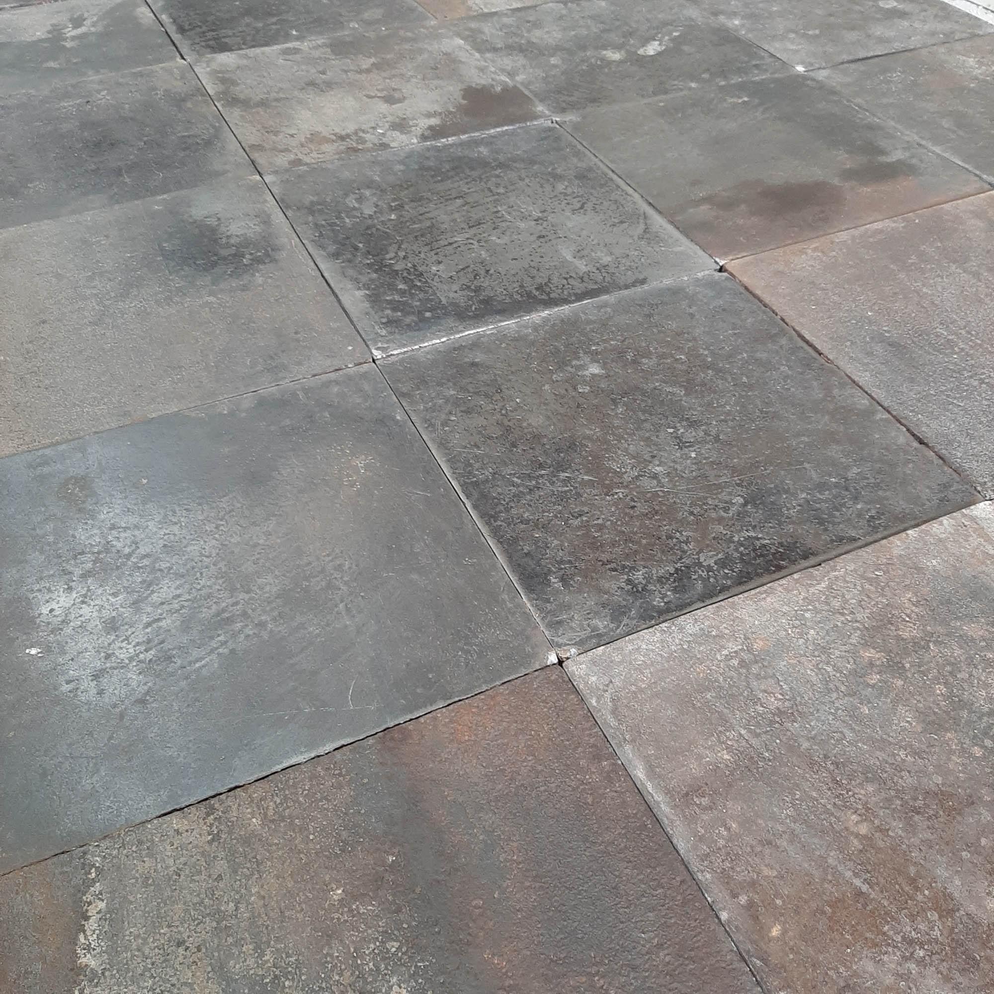 Industriele metalen vloertegels uit oude fabriek 35 x 35 cm