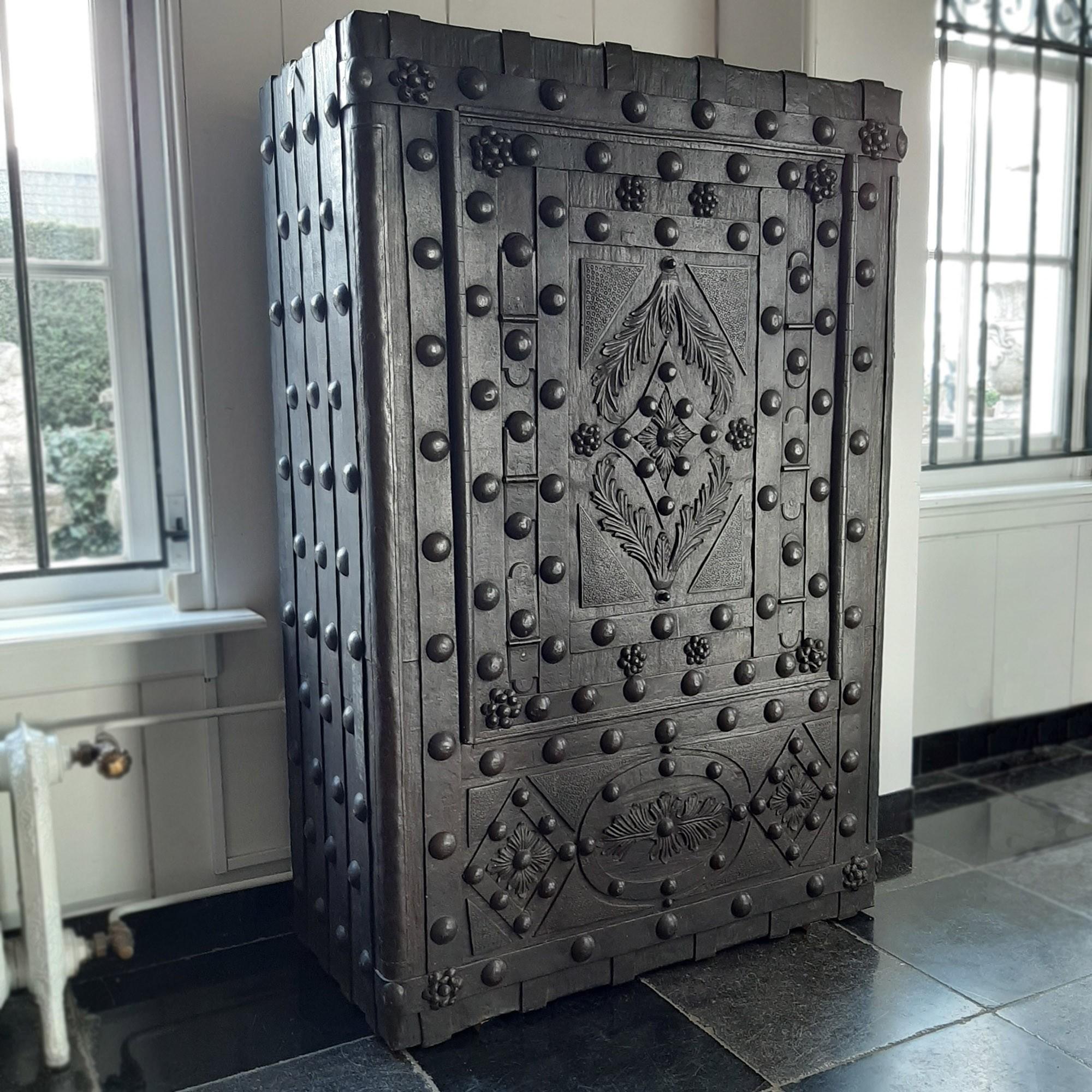 Zeer grote antieke Italiaanse kluis, 1800