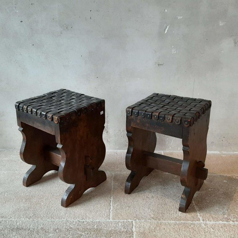 noten-houten-krukjes-met-gevlochten-leren-zitting